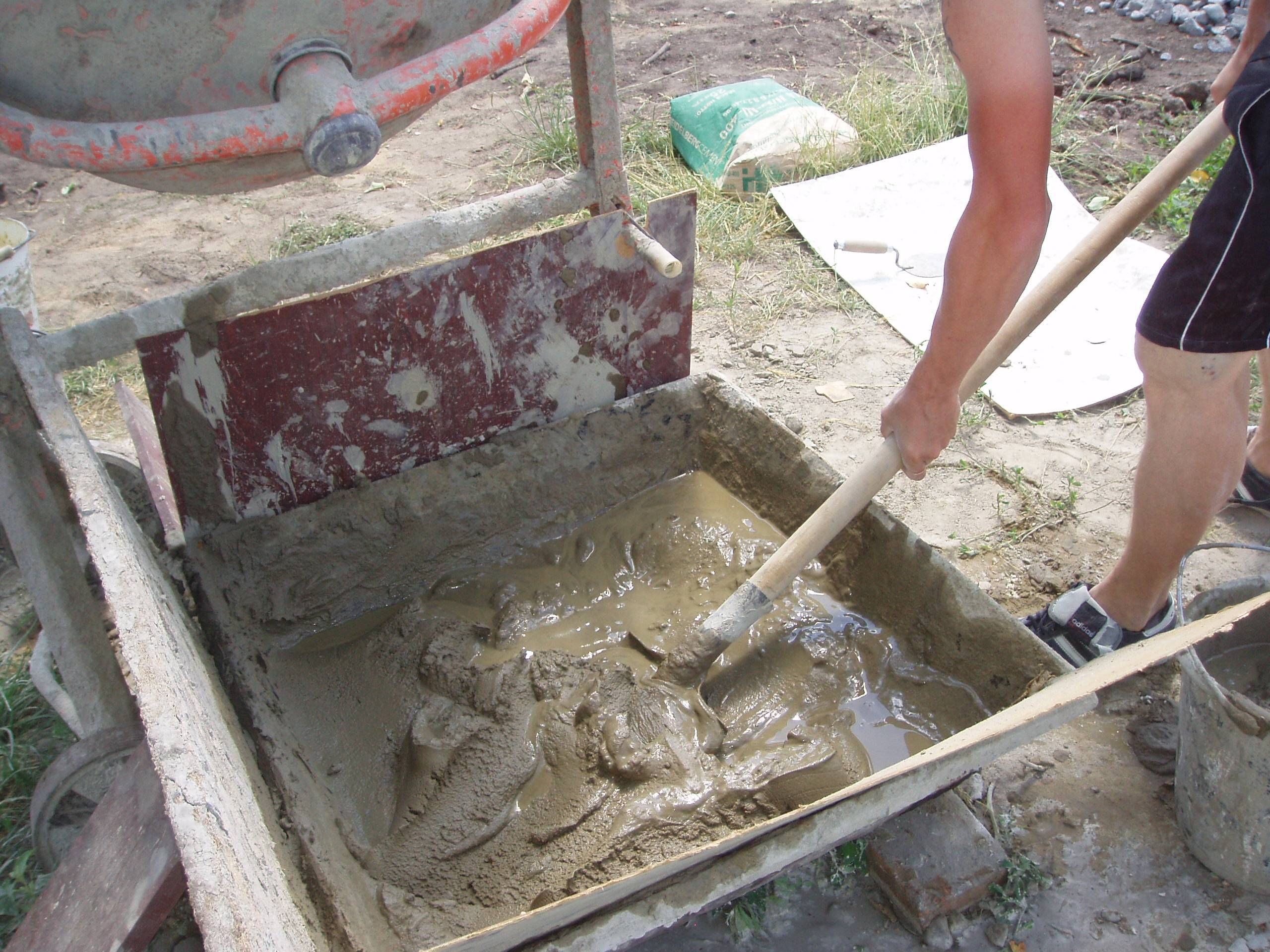 Технология приготовления раствора для заливки фундамента своими руками