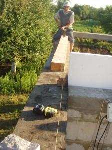 Под мауэрлат проложили рубероид, Как построить недороглй дом самому
