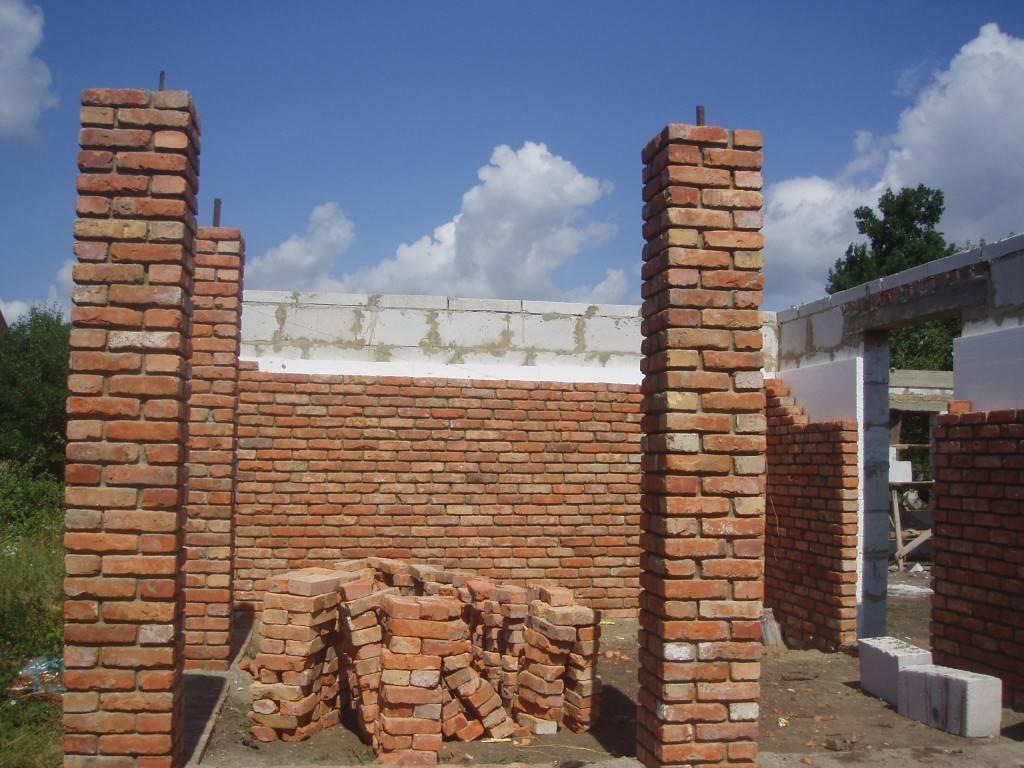 фото - стена из газосиликатного блока утеплена пенопластом и облицована кирпичом