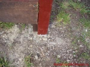 фото - как правильно построить забор из дерева