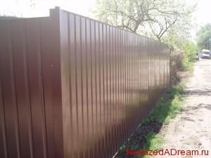 фото - заборы из металла для дачи или загородного дома